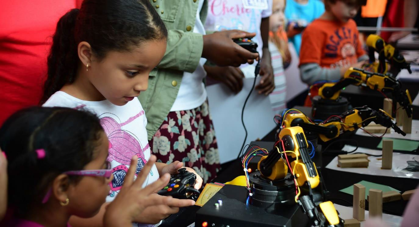 Girls-working-with-robotics